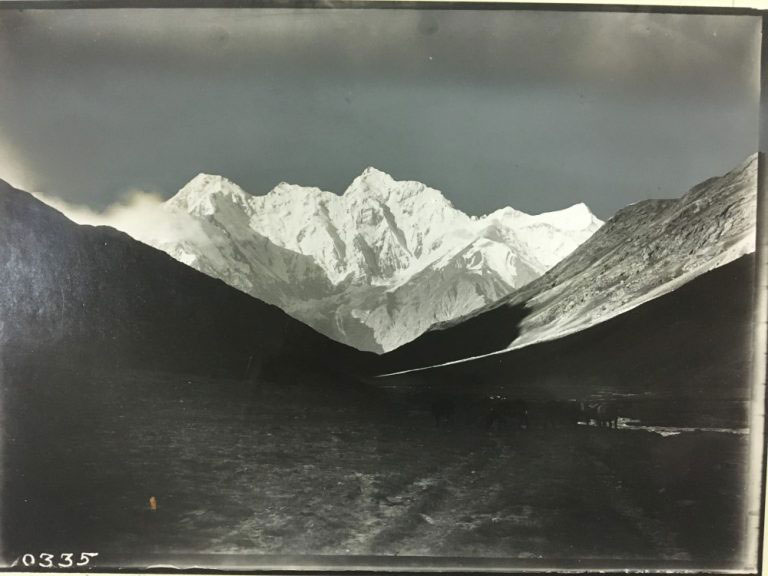 Sel-tagh or Muz-tagh range, seen from Tars-agar Pass – from 'Innermost Asia', documenting Stein's third expedition